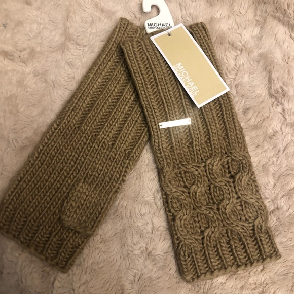 08a9372750 NWT MICHAEL KORS ❤ Cable knit fingerless gloves
